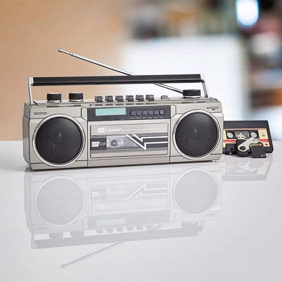Retro-cassetterecorder met DAB+