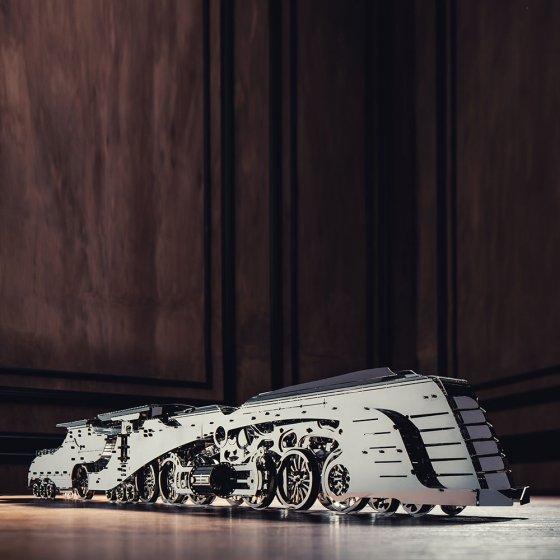 """Modèle réduit en métal  """"locomotive à vapeur avec tender"""""""