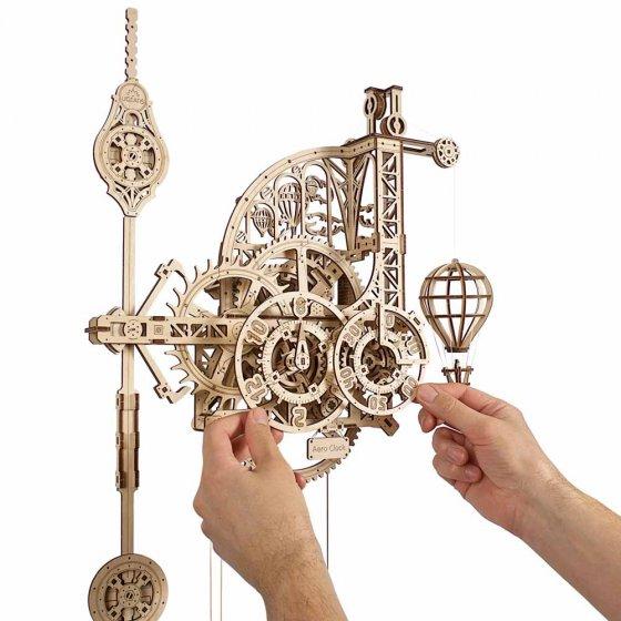Maquette en bois pendule murale à balancier